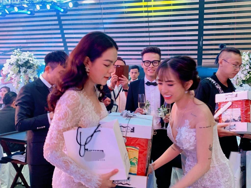 Tran Thanh, Pham Quynh Anh du le cuoi con gai Minh Nhua hinh anh 4