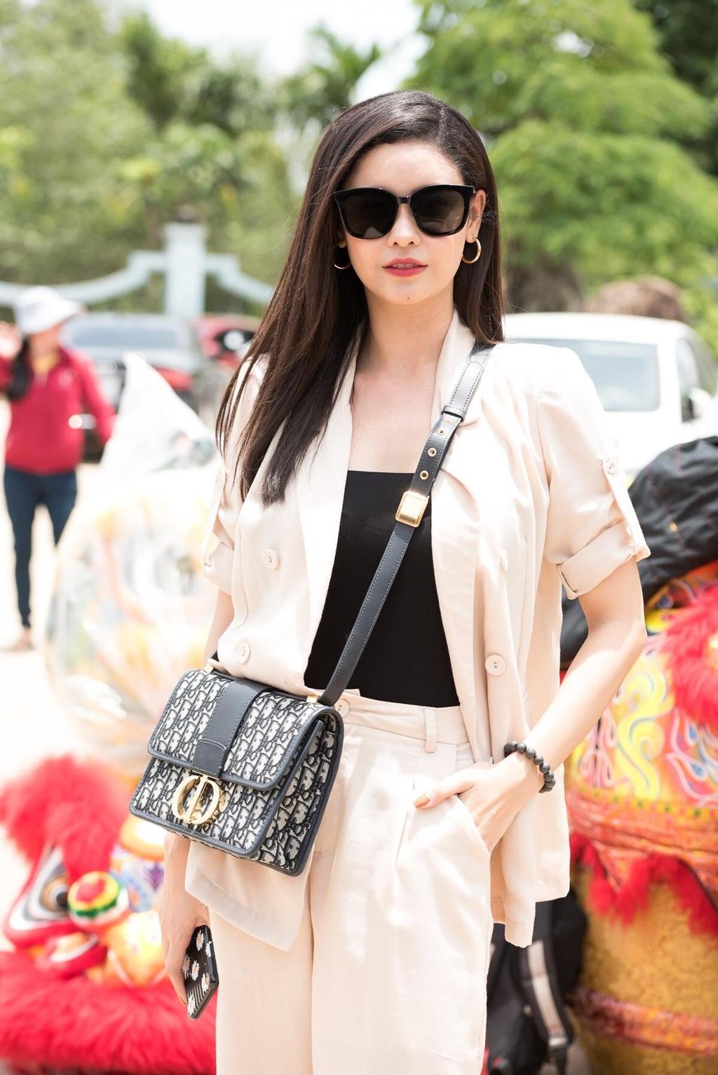 Hoai Lam nam tay vo di le To o nha tho cua Hoai Linh hinh anh 5