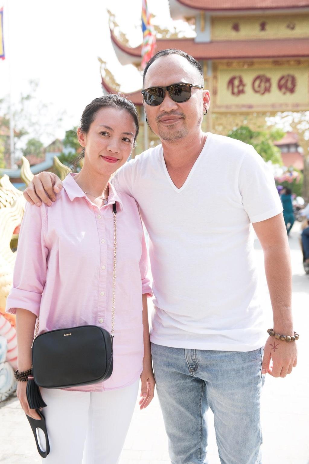 Hoai Lam nam tay vo di le To o nha tho cua Hoai Linh hinh anh 6