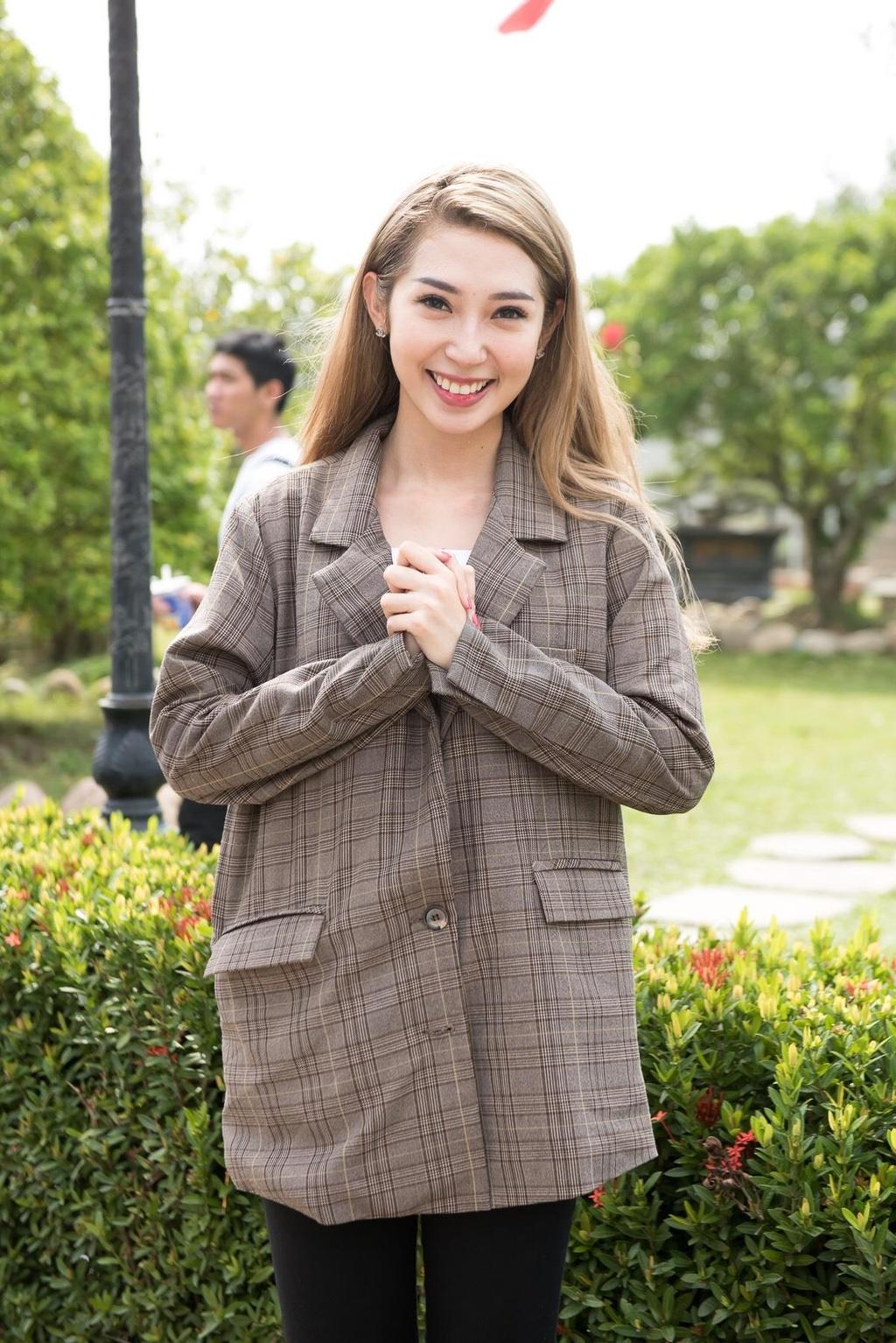 Hoai Lam nam tay vo di le To o nha tho cua Hoai Linh hinh anh 8