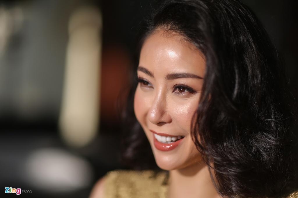Ha Kieu Anh dong canh nong voi Chi Bao anh 3