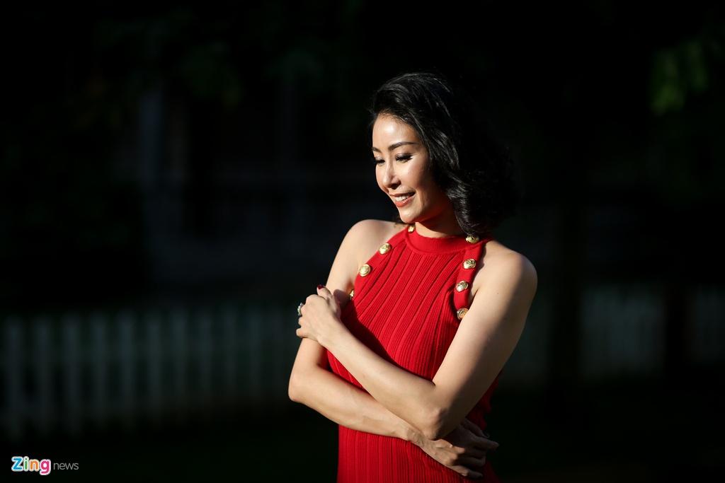 Ha Kieu Anh dong canh nong voi Chi Bao anh 4