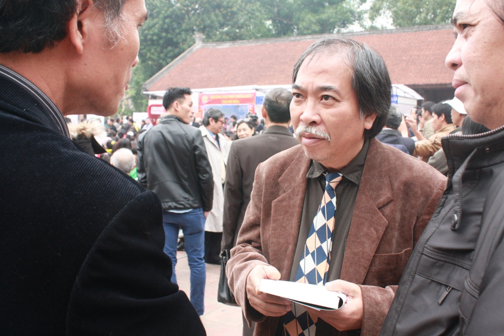 'Bay gio muon doc tho truoc dam dong, anh phai tra tien' hinh anh 3