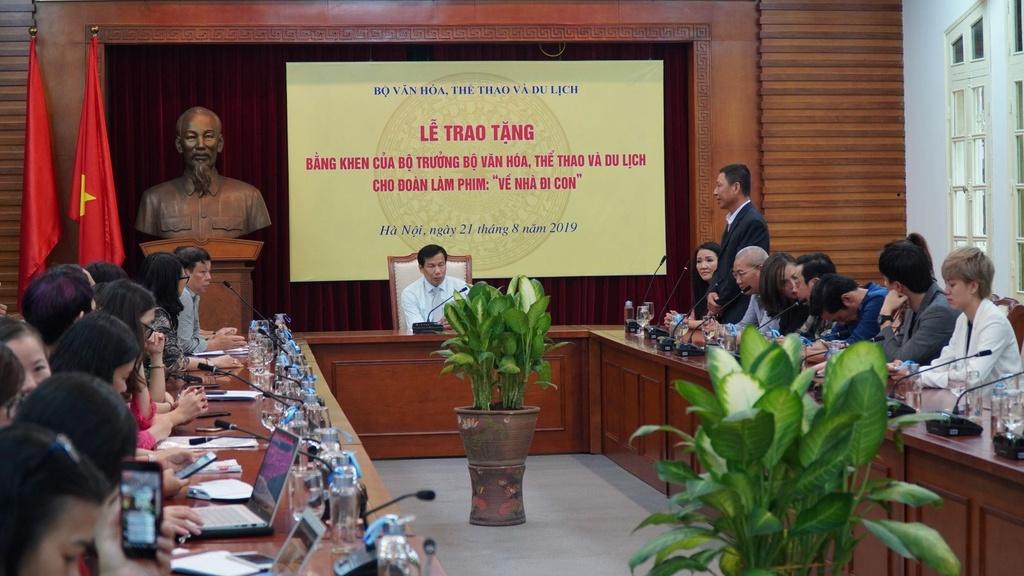 Bao Thanh hoi cam nhan cua Bo truong Van hoa ve phim 'Ve nha di con' hinh anh 1