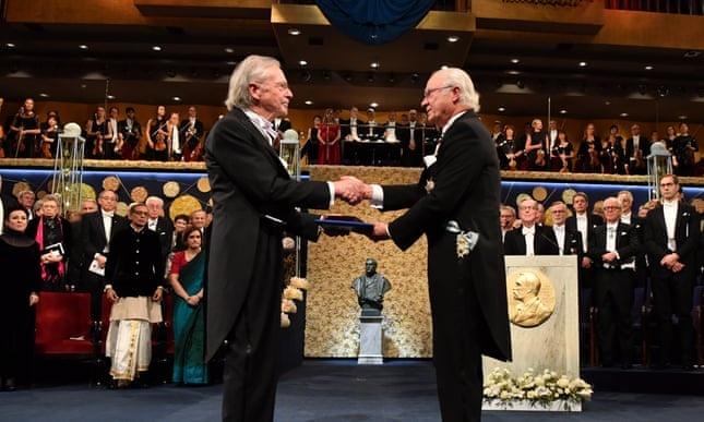 Nhieu noi tay chay du doi giai Nobel van hoc cua Peter Handke hinh anh 1