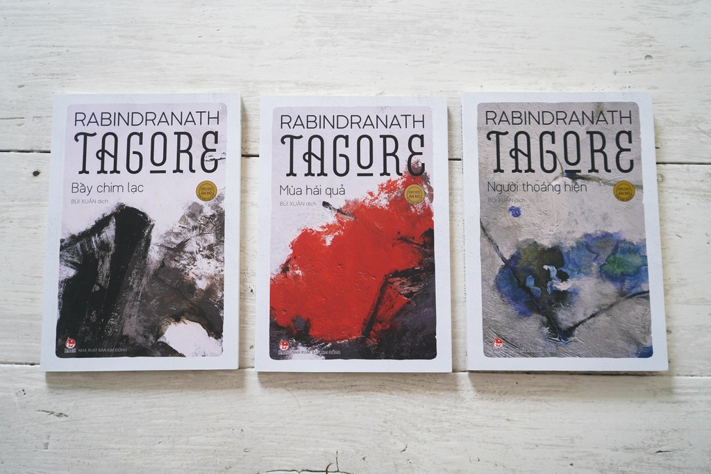 Moi duyen voi tho Tagore cua dich gia Bui Xuan hinh anh 1 Ba_tap_tho_Tagore_do_Bui_Xuan_dich.JPG