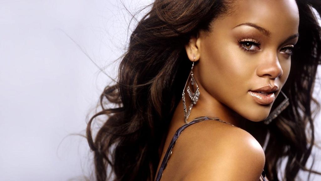 Rihanna tuoi 30: Vien kim cuong ngo nguoc cua am nhac the gioi hinh anh 1