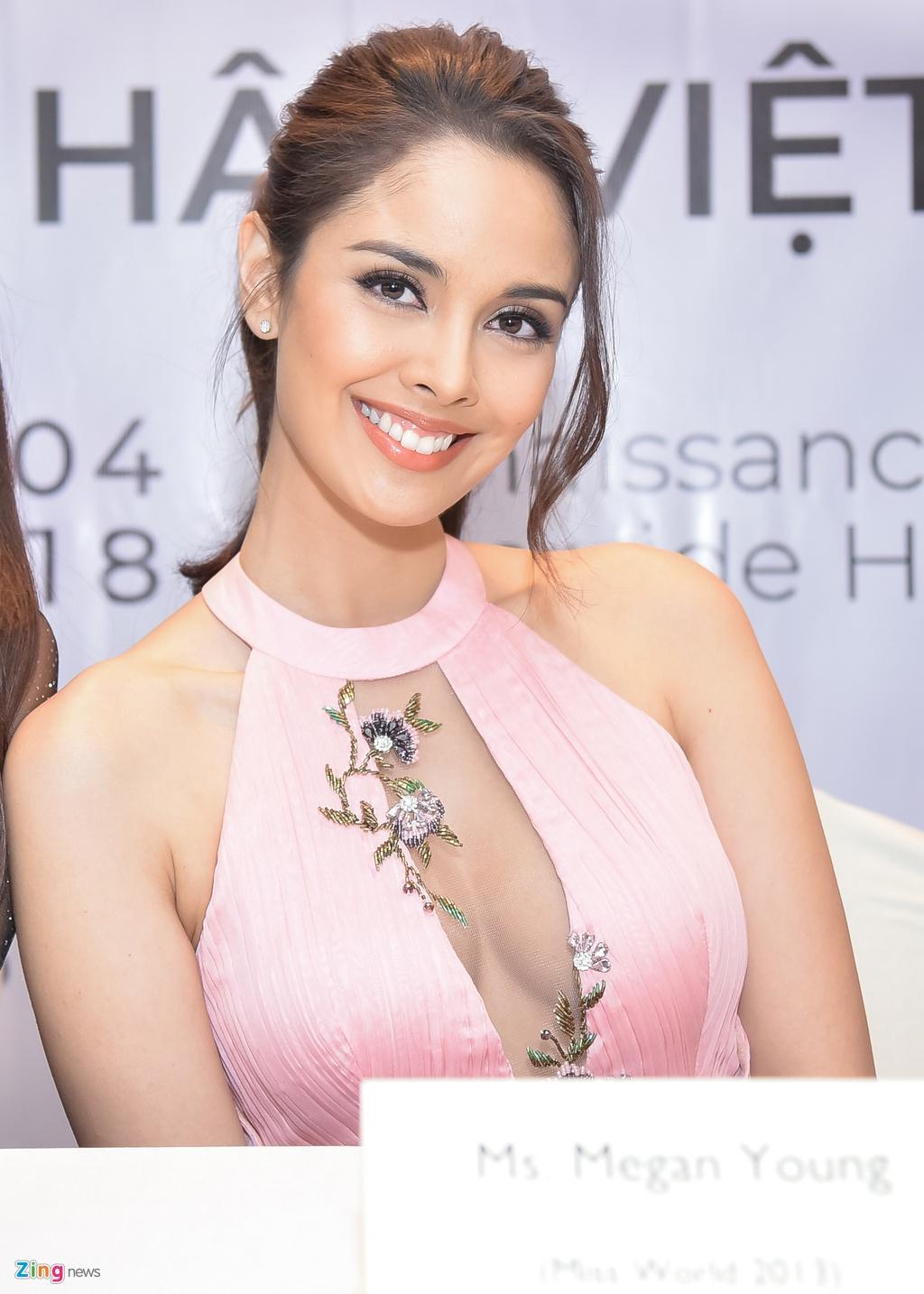 Hoa hau Hoan vu The gioi Pia khen Pham Huong, Lan Khue 'tuyet dep' hinh anh 5