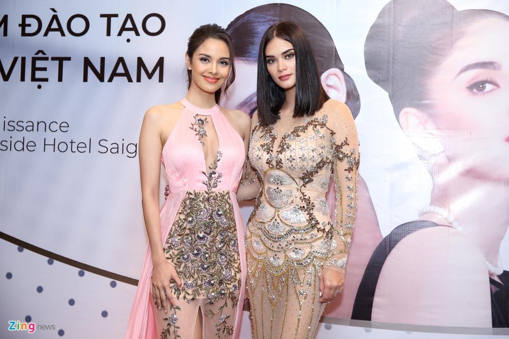Hoa hau Hoan vu The gioi Pia khen Pham Huong, Lan Khue 'tuyet dep' hinh anh 1