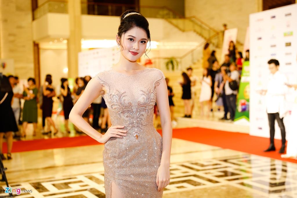 Nguoi dep Hoa hau Viet Nam 2018 dien bikini do ruc trinh dien hinh anh 4