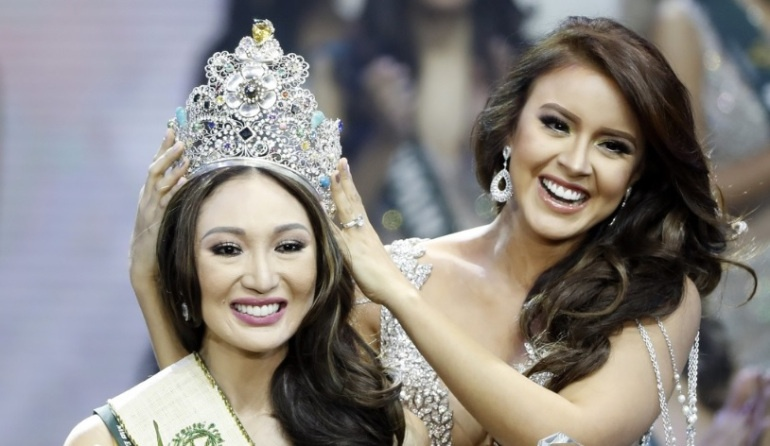 Miss Earth cua Phuong Khanh tung dinh be boi mua giai, dao keo hinh anh 2