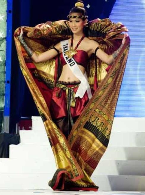 10 trang phục dân tộc đẹp và độc đáo nhất Miss Universe 10 năm qua