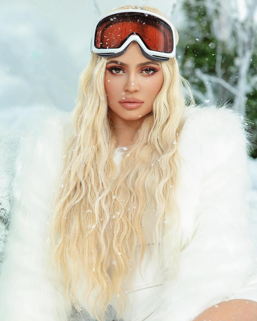 Kylie Jenner - ngoi sao quyen luc va sexy nhat mang xa hoi 2018 hinh anh 5