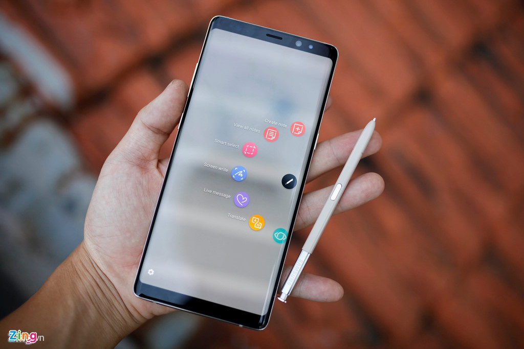 Samsung Galaxy Note 8 - ly do khien SamFan tang manh hinh anh 2