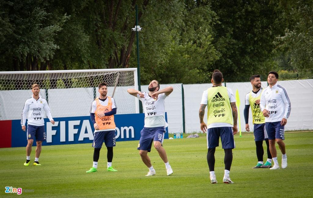 Hang nghin nguoi xem Messi cung tuyen Argentina tap luyen hinh anh 7