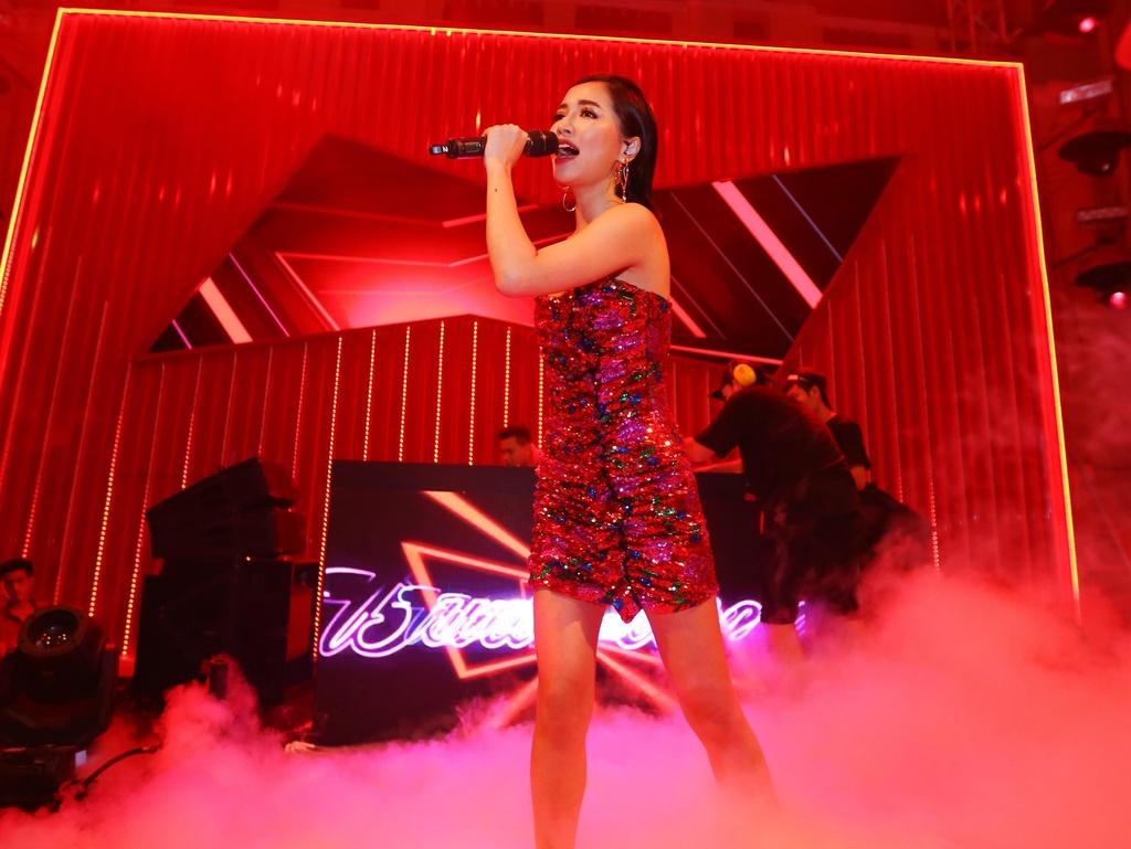 Drag Queen Centro: 'Nghe si len san khau luon phai sach va dep' hinh anh 11