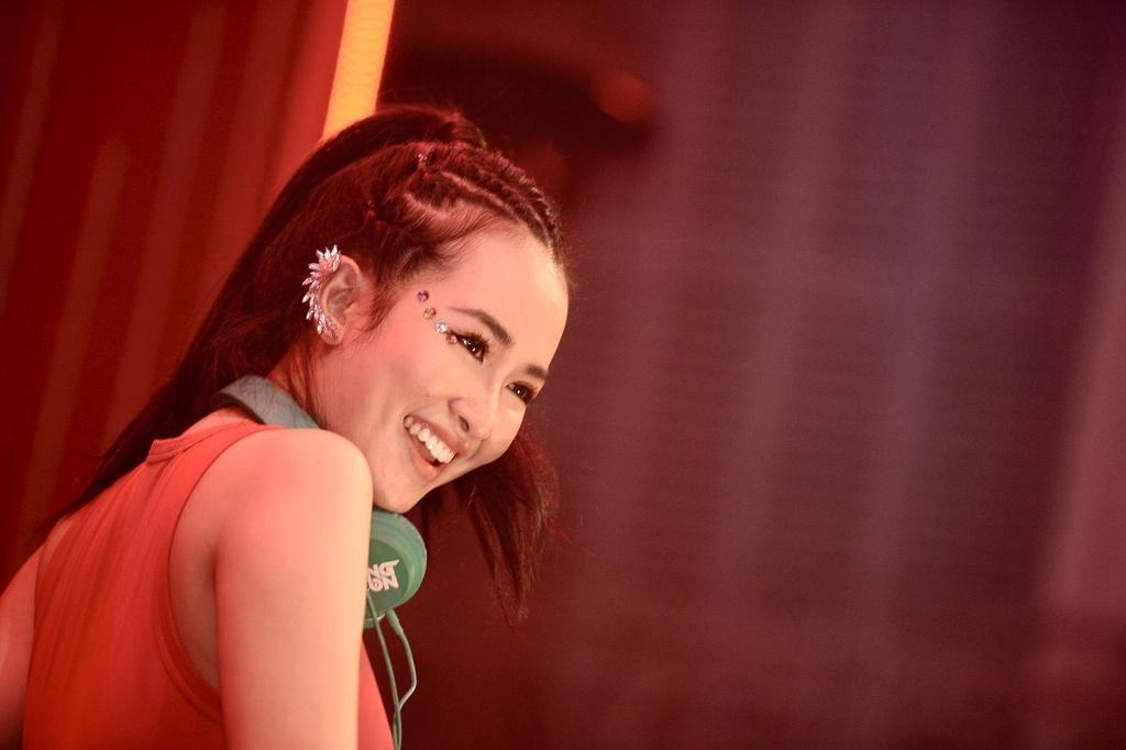 Drag Queen Centro: 'Nghe si len san khau luon phai sach va dep' hinh anh 13