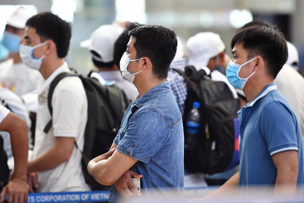 Theo Chủ tịch Hà Nội, mỗi ngày có khoảng 600-800 người Việt ở nước ngoài về nước. Cá biệt, có ngày lên tới 1.000 người. Ảnh: Hoàng Hà.
