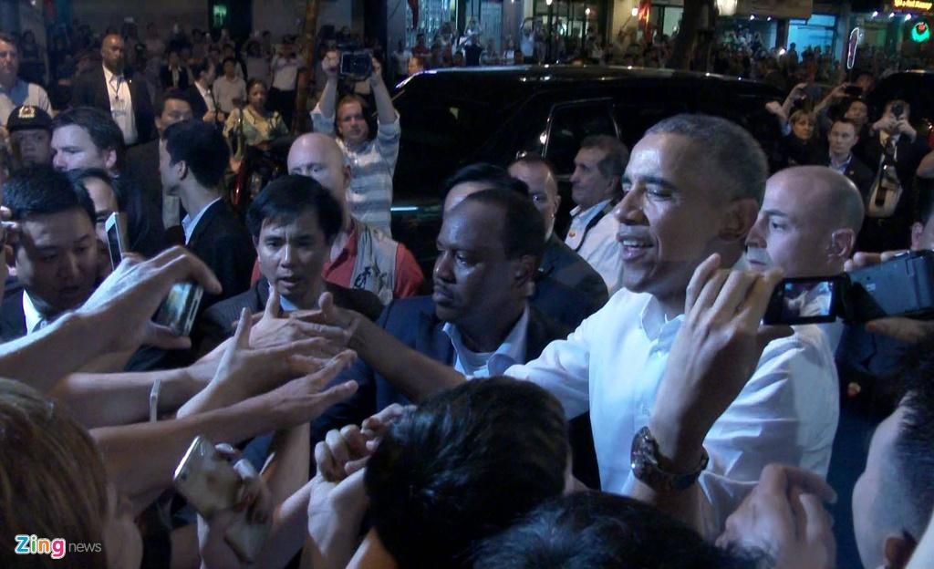 Ong Obama hoa minh vao dam dong o Ha Noi hinh anh 6