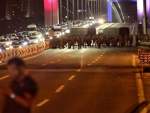 Binh si Tho Nhi Ky day dac tren pho Istanbul sau dao chinh hinh anh 2