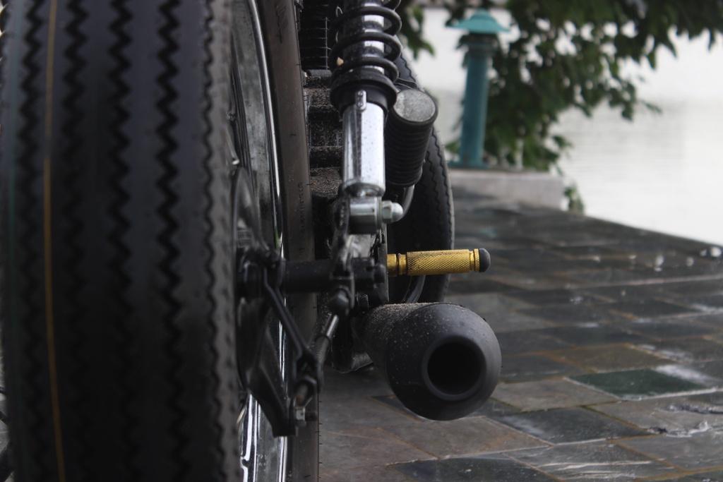 Xe con tay Suzuki 125 phan khoi do phong cach co dien cua tho Viet hinh anh 11