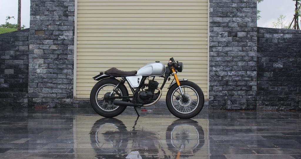 Xe con tay Suzuki 125 phan khoi do phong cach co dien cua tho Viet hinh anh 12