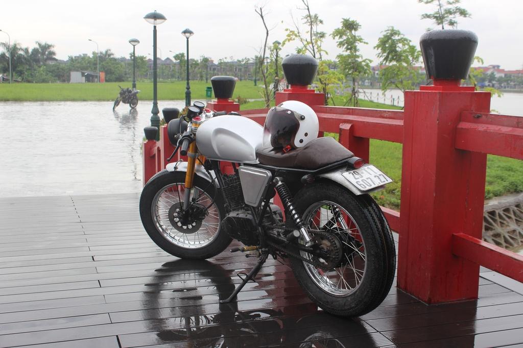 Xe con tay Suzuki 125 phan khoi do phong cach co dien cua tho Viet hinh anh 2