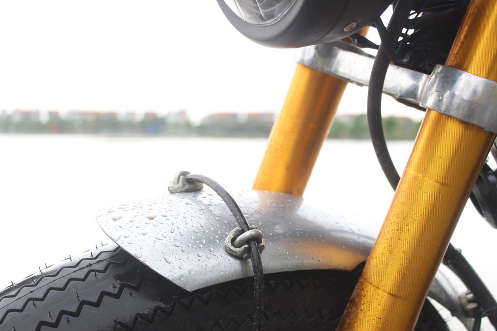 Xe con tay Suzuki 125 phan khoi do phong cach co dien cua tho Viet hinh anh 8