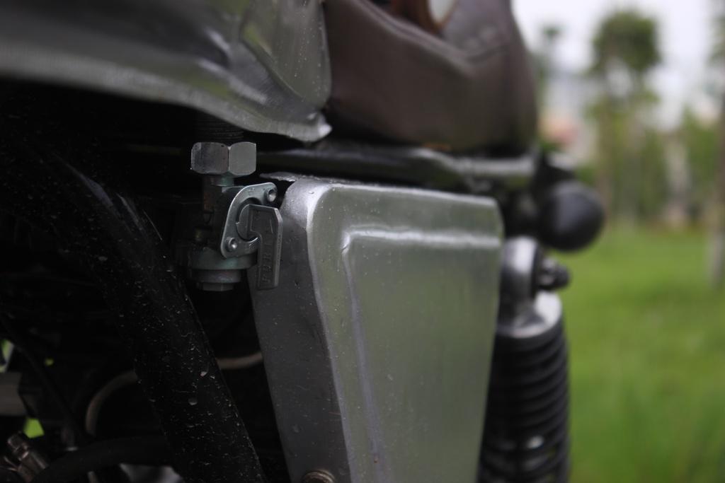 Xe con tay Suzuki 125 phan khoi do phong cach co dien cua tho Viet hinh anh 9