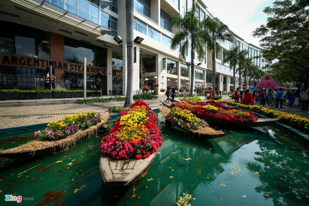 Hoi hoa xuan khu nha giau Phu My Hung hinh anh 2