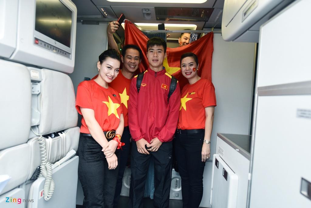 Tuyen thu Viet Nam doi mua roi san bay Philippines ve nuoc hinh anh 9