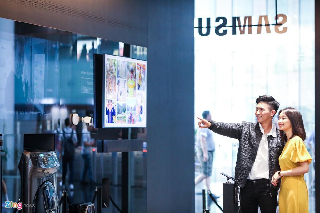 Ben trong trung tam trai nghiem Samsung Showcase dau tien tai chau A hinh anh 14