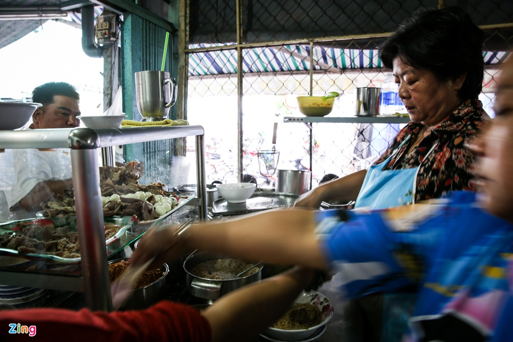 Quan hu tieu Nam Vang dong nghit khach moi sang o TP.HCM hinh anh 11 HutieuPhuQuy_zing-8.jpg