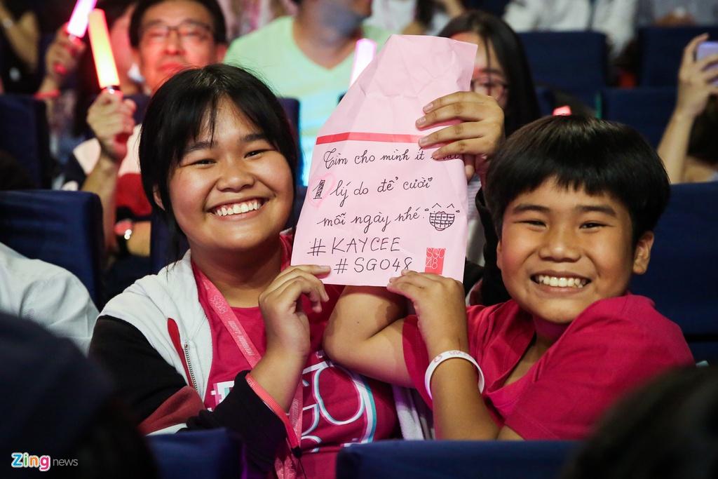 Nhom nhac dong nhat Viet Nam khoc tren san khau hinh anh 6 SGO48_zing-14.jpg