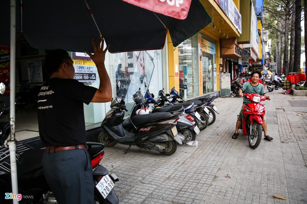 Chuoi cua hang Vien Thong A dong cua dong loat hinh anh 6 VienthongA_zing_6.jpg