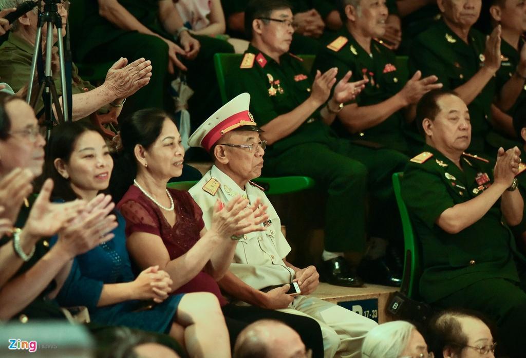Hinh tuong nguoi linh tren san khau xiec Viet Nam hinh anh 8