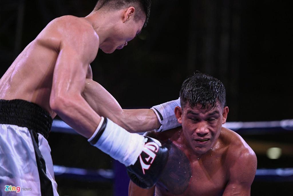 Vo si boxing Viet Nam thang ap dao nguoi nuoc ngoai ben ho Guom hinh anh 9
