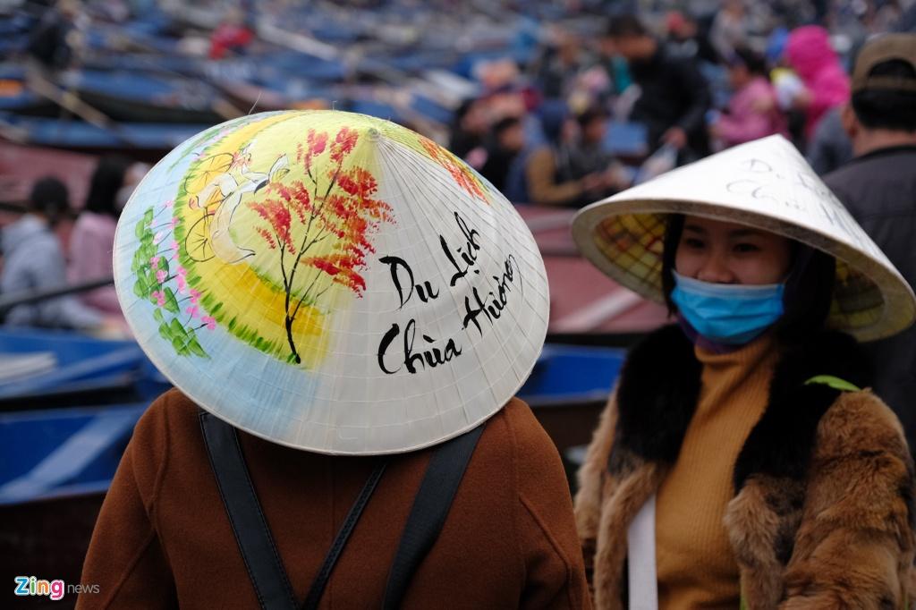 Danh bai an tien, khong mac ao phao khi tray hoi chua Huong hinh anh 10 Chua_Huong_11_zing.jpg