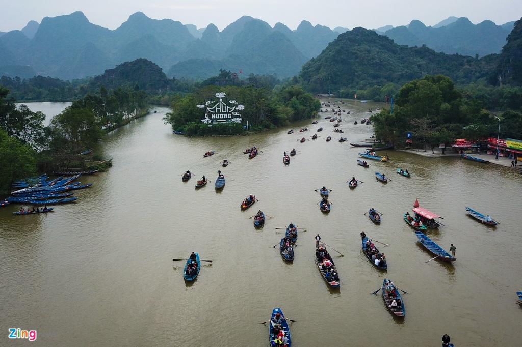 Danh bai an tien, khong mac ao phao khi tray hoi chua Huong hinh anh 1 Chua_Huong_1_zing.jpg