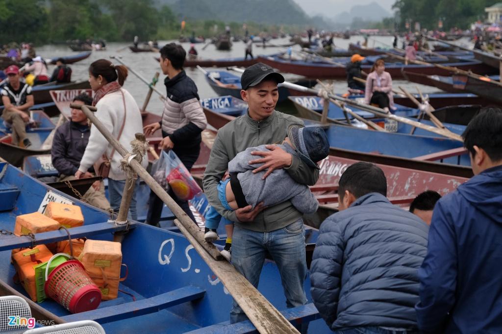 Danh bai an tien, khong mac ao phao khi tray hoi chua Huong hinh anh 9 Chua_Huong_9_zing.jpg