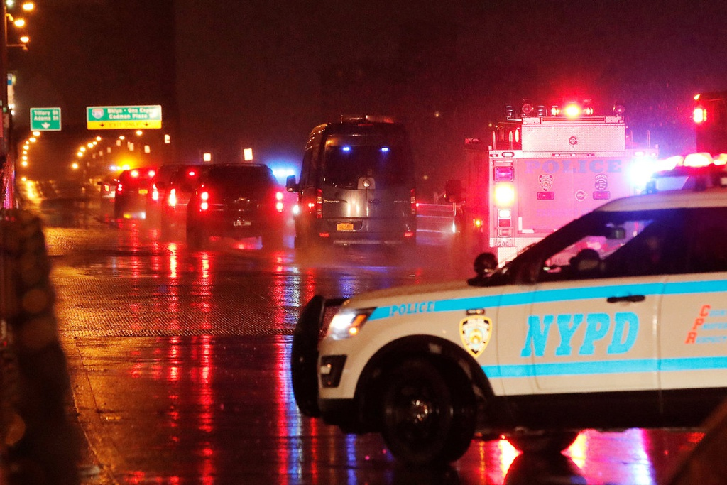Cầu Brooklyn bị cấm, người xếp hàng đợi phiên xử trùm ma túy El Chapo