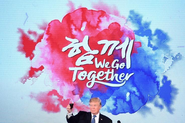 My, Han ran nut vi TT Trump qua 'tien bac', TT Moon qua tinh cam? hinh anh 1
