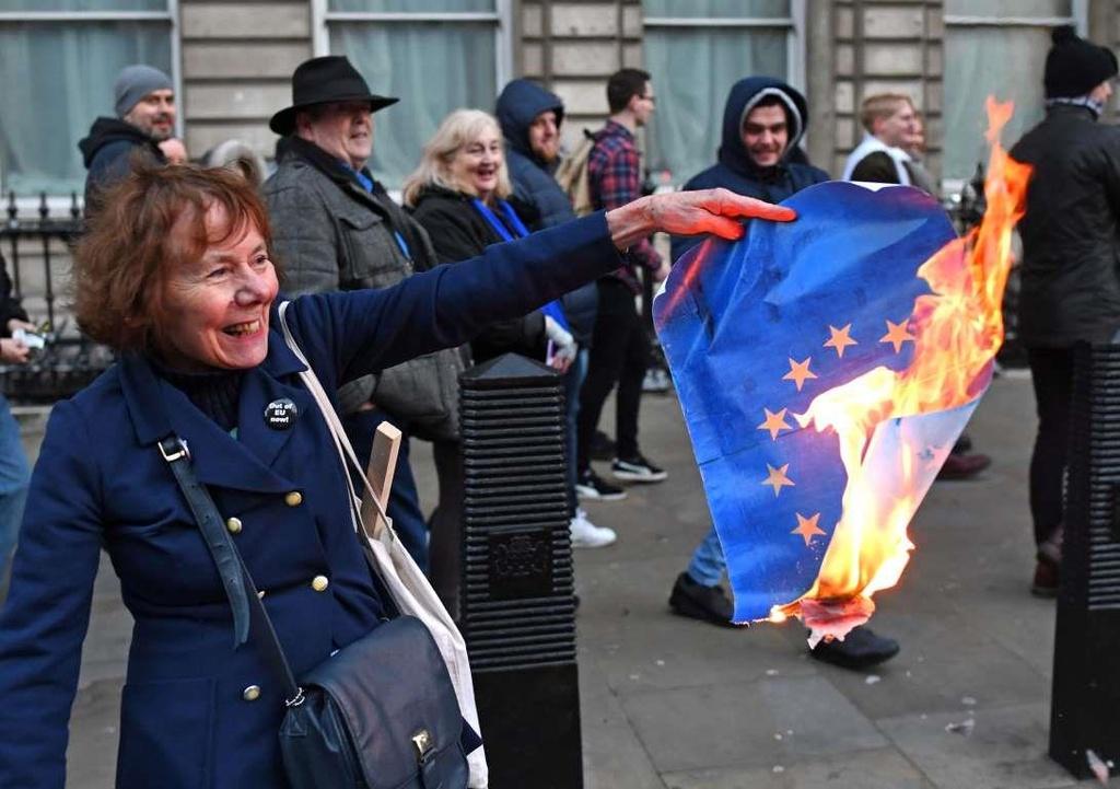Bi kich hay hai kich: Nguoi Anh hoang mang ve Brexit hinh anh 9