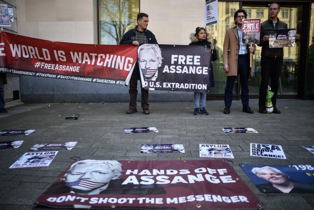 Julian Assange: nguoi hung hay ke lam mat on dinh the gioi anh 5