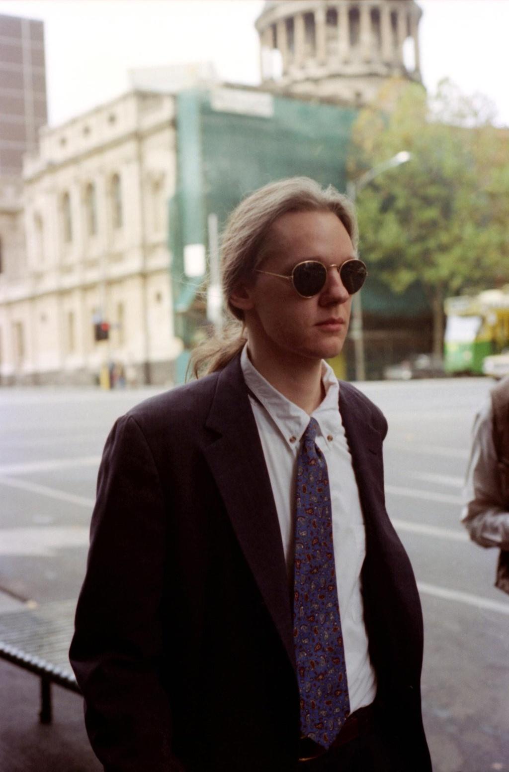 Julian Assange: nguoi hung hay ke lam mat on dinh the gioi anh 3