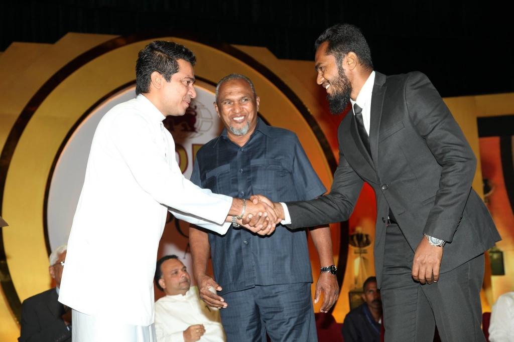 Hai gia dinh giau co o hai phia tham kich Sri Lanka hinh anh 3
