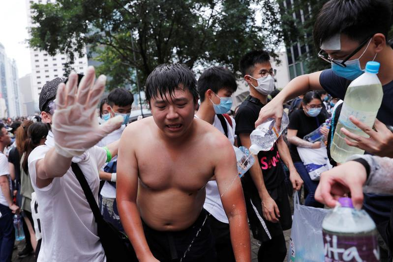 Canh sat Hong Kong ban hoi cay vao nguoi bieu tinh anh 7