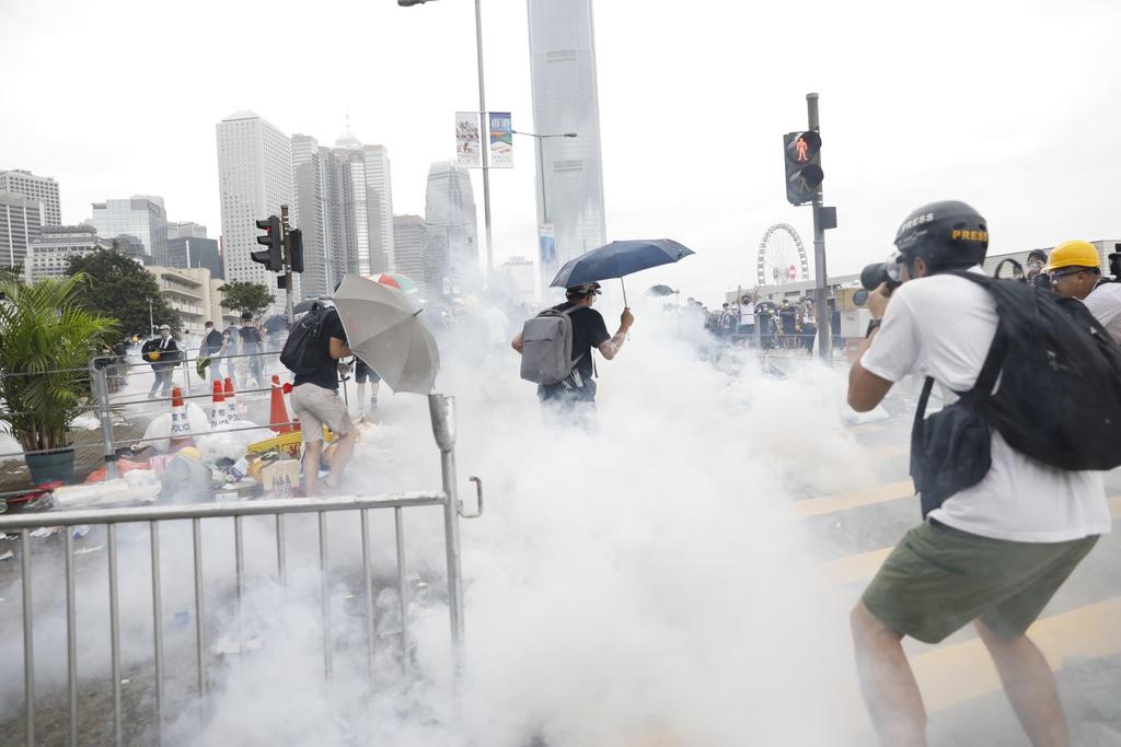 Canh sat Hong Kong ban hoi cay vao nguoi bieu tinh anh 11