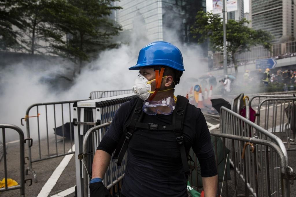 Canh sat Hong Kong ban hoi cay vao nguoi bieu tinh anh 13