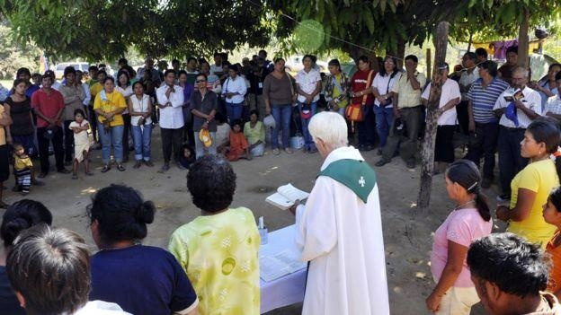 Vatican cho phep linh muc lay vo anh 3